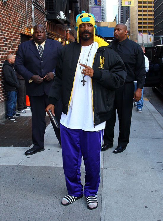Eye 39 s wild style snoop dogg rocks a funny fish hat for Snoop dogg fish hat