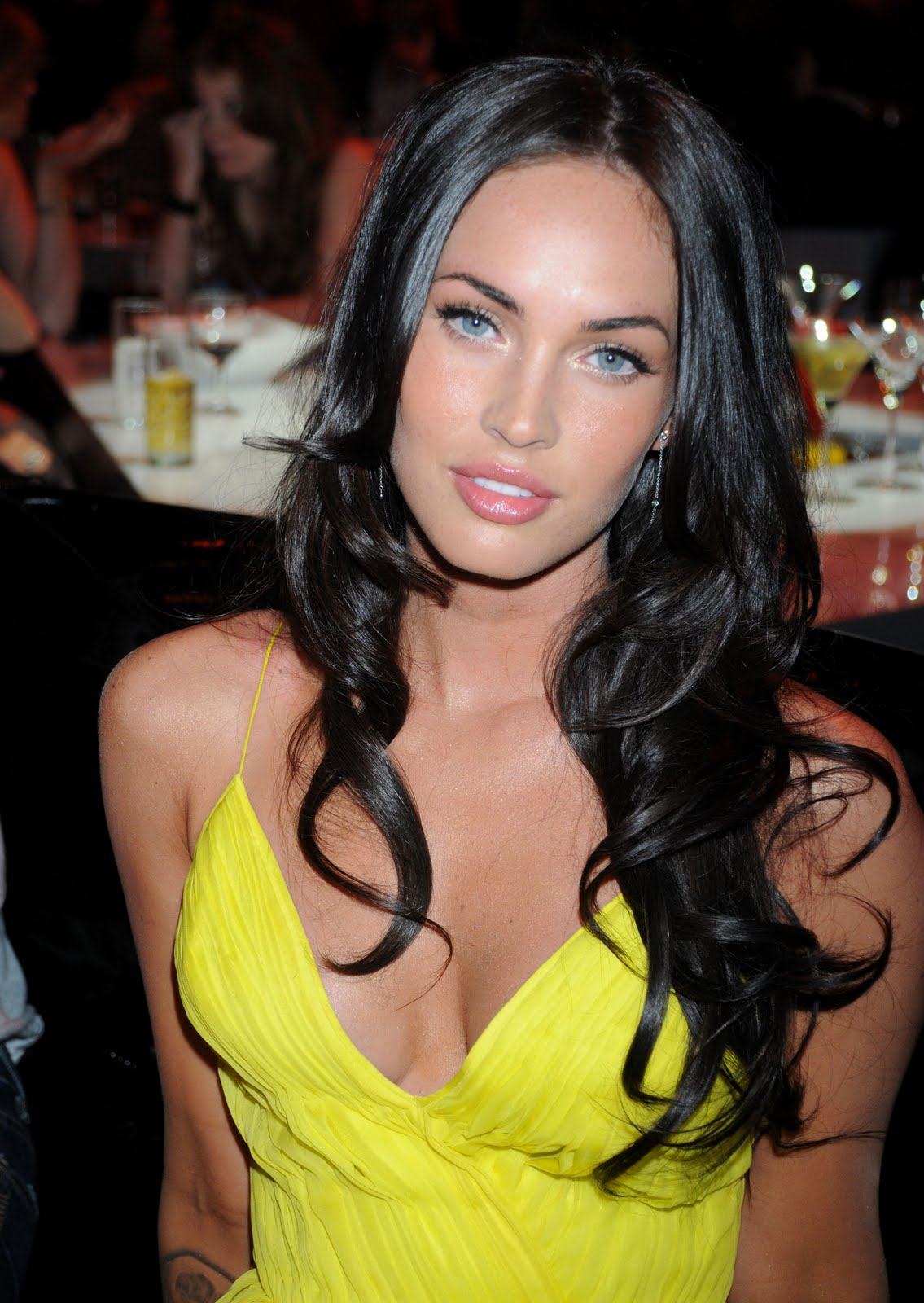 http://2.bp.blogspot.com/_zhIHU9NMrzk/TH2whoqQJJI/AAAAAAAAA1M/nsVCFMDdbno/s1600/megan-fox_net_spike_tv_guys_choice_awards_1_%284%29.jpg