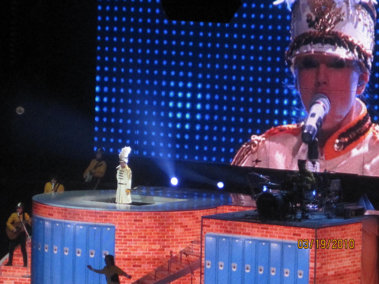 http://2.bp.blogspot.com/_zhQCIcpuWno/TMzsgrTJHgI/AAAAAAAAAr0/3hSvSrX5qIM/s1600/Taylor+Swift+Concert+038.jpg