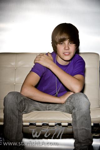 http://2.bp.blogspot.com/_zhv4TustzJs/SzFTStioeJI/AAAAAAAABms/kCx0o2bxoN4/S1600-R/Justin-Bieber-3-justin-bieber-9302495-320-480wtm.jpg
