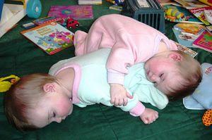 http://www.opoae.com/2013/03/telepati-antara-saudara-kembar-dengan.html