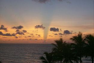 Foto Langit Terbelah Florida 2002