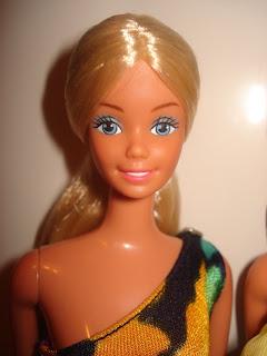 http://2.bp.blogspot.com/_ziQmmF_S3pM/SX4i2CrxGpI/AAAAAAAABgQ/7SbbaSo0Av0/s320/New+Barbie+Pics+020.jpg