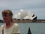 Gunvor framför operahuset i Sydney