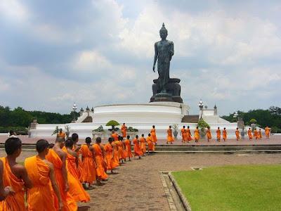 เชิญร่วมปฏิบัติธรรม พุทธมณฑล ตลอดปี 2555