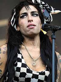 Amy Winehouse tem colapso e é internada