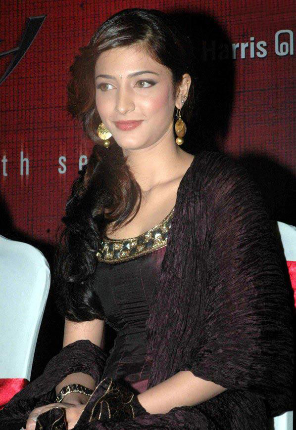 , Shruthi Hassan new pics from an event
