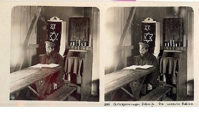 חייל יהודי לומד תורה