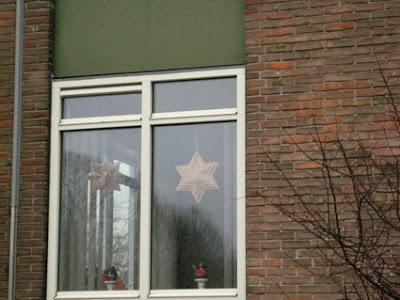 הקסגרמה בחלון בית הולנדי