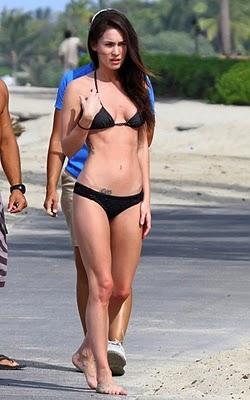 Amateur brunette self nude