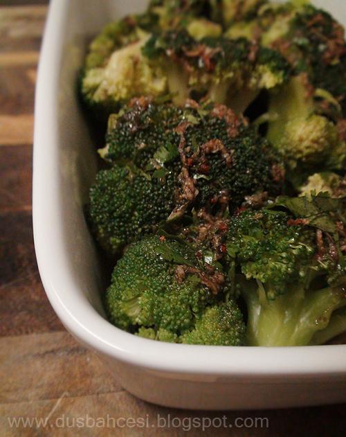 Kisnisli brokoli salatasi