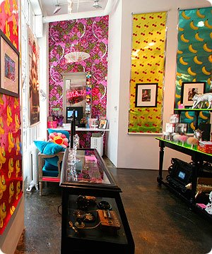 New Orleans' Flavor Paper has lots of great wallpaper designs. Most unusual are their actual Scratch and Sniff wallpapers, Jon Sherman's Fishnet, ...