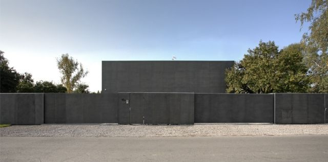 if it 39 s hip it 39 s here archives the safe house in poland is a modern fortress with sliding walls. Black Bedroom Furniture Sets. Home Design Ideas