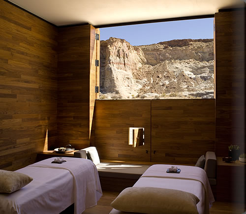 Daily update interior house design the amangiri spa for Spa treatment room interior design