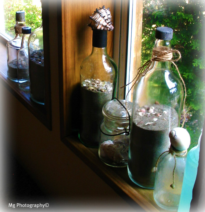 Idea 2 fill jars and glass containers with shells for Glass bottle display ideas