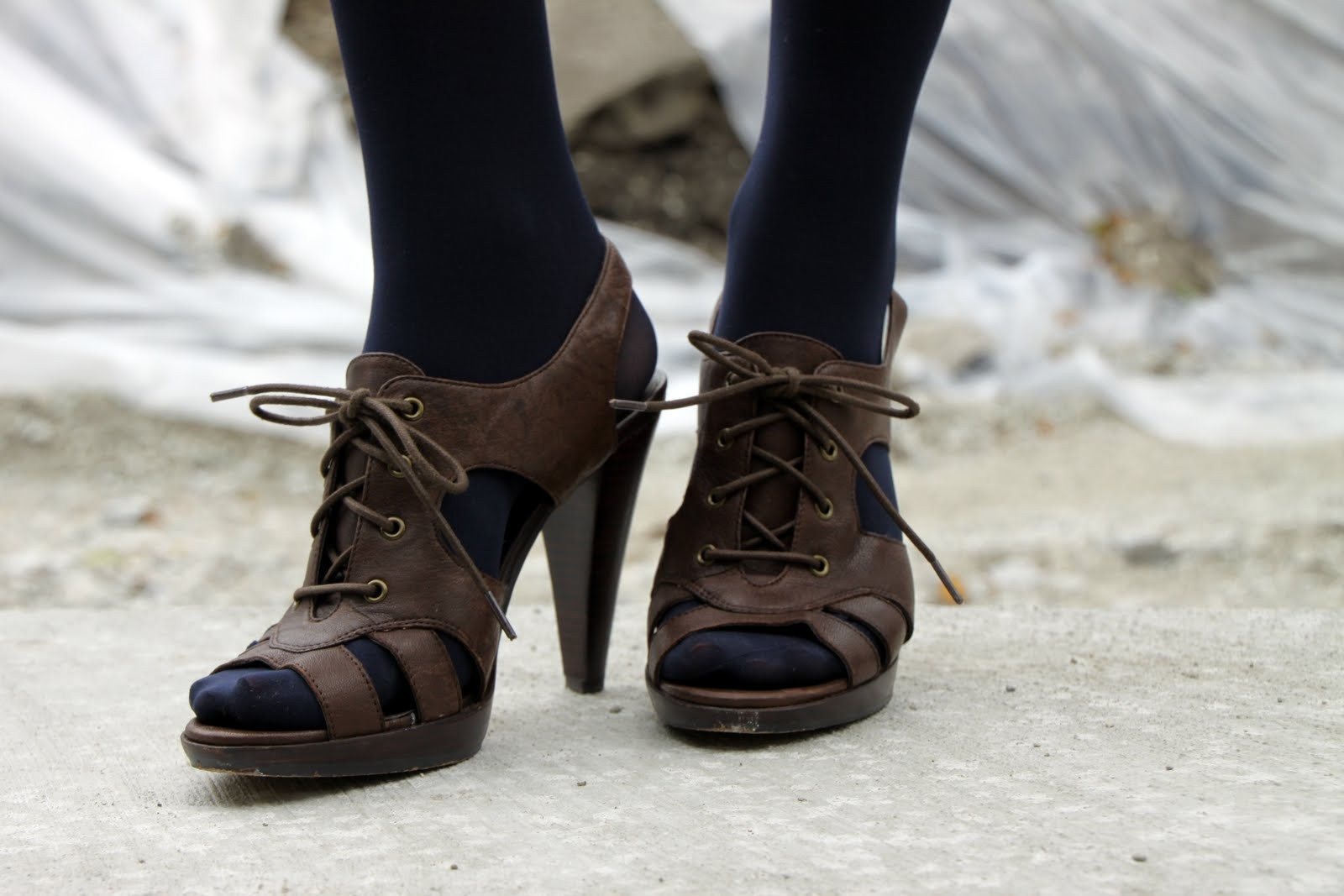 How to wear open-toed shoes with tights - Fashionmylegs