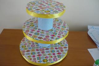 Como Hacer tu propio exhibidor para cupcakes
