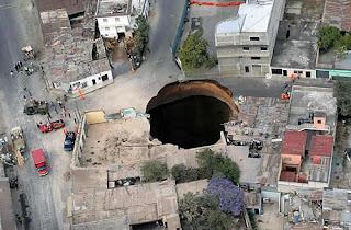 gambar foto lubang besar guatemala fenomena alam sinkhole
