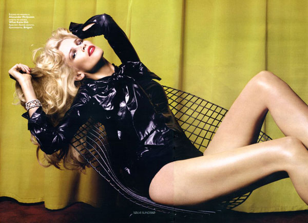 claudia schiffer in dec vogue 3