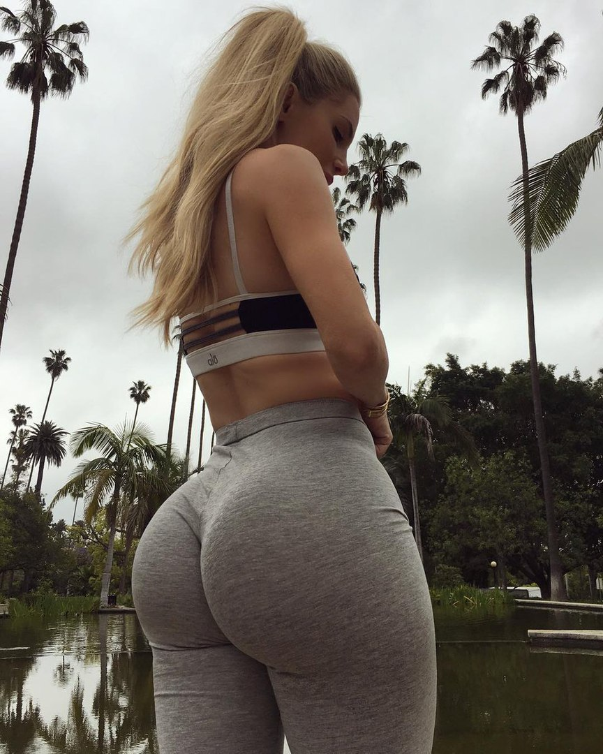 giant-booty-non-nude