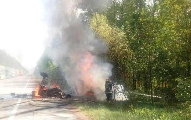 У Житомирській області ДТП з пожежею: загинули троє