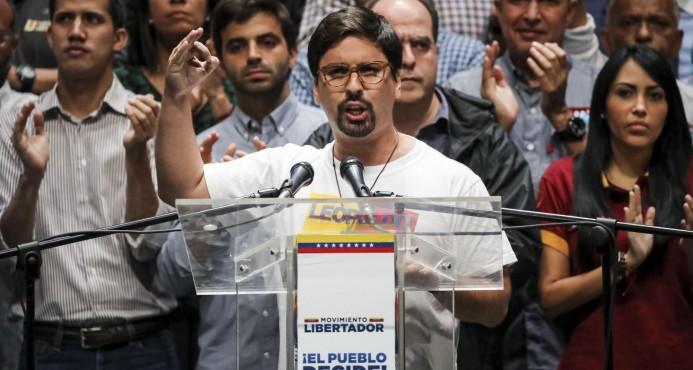 Oposición venezolana llama a paro contra Maduro tras masivo voto en plebiscito