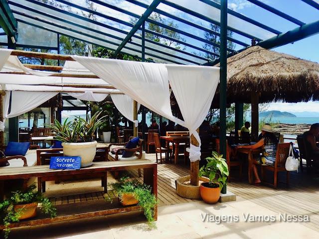 Restaurante Tartaruga da pousada do mesmo nome, frente ao mar, com vista espetacular