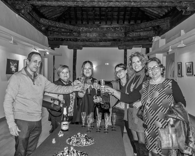 Brindis durante la inauguración de la exposición Exaltación de la imagen by J. Antonio Fontal Álvarez