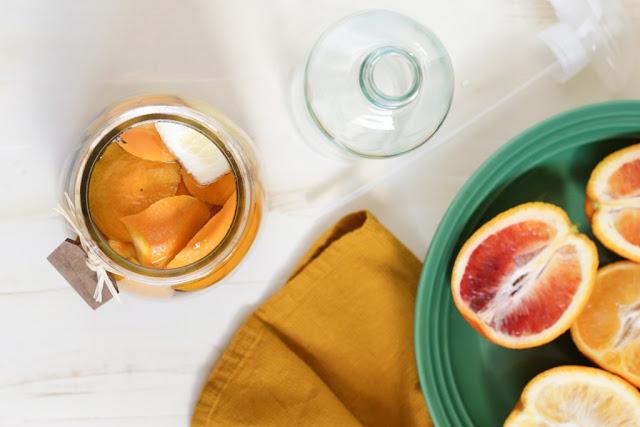 DIY: Cách làm nước xịt phòng hương cam cực dễ