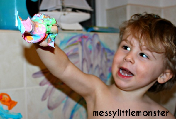 How to make bath paints for kids.  A simple indoor play activity for toddlers and preschoolers, eyfs. .