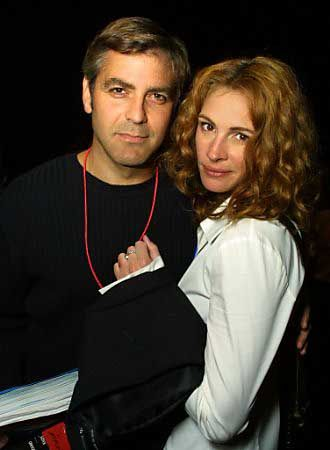 who was julia roberts dating in 2001