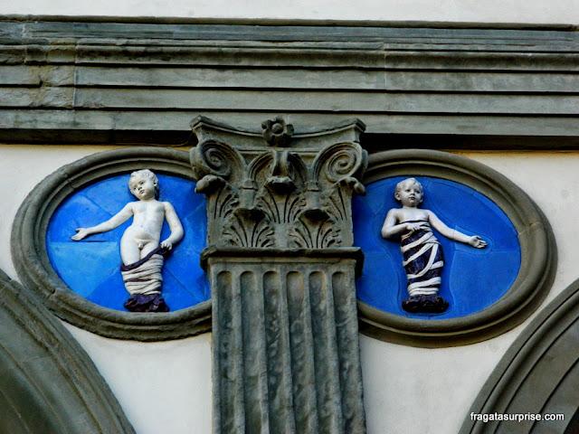 Detalhe da fachada do Hospital dos Inocentes, em Florença