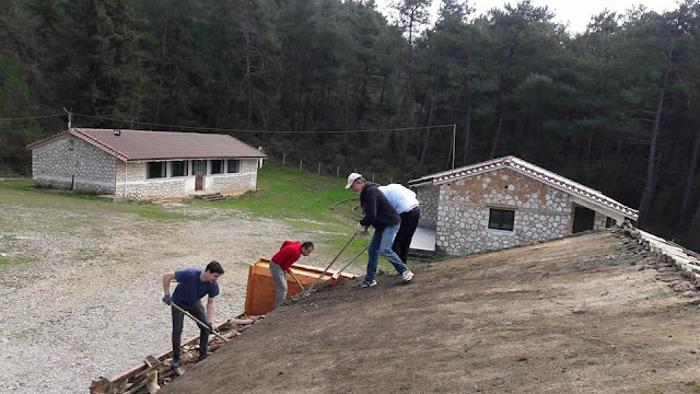 """Με εθελοντική εργασία, συνεχίζεται η """"αναγέννηση"""" των κατασκηνώσεων Παραμυθιάς"""