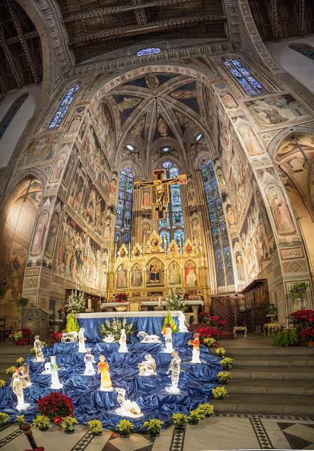 Altar mayor y retablos, con el Belén en primer plano :: Panorámica 6 x Canon EOS5D MkIII | ISO1600 | Canon 24-105@24mm | f/4.0 | 1/10s