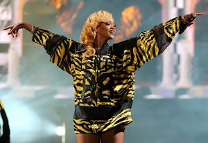 Rihanna : the act of cellulite on the stage of T In The Park Festival!