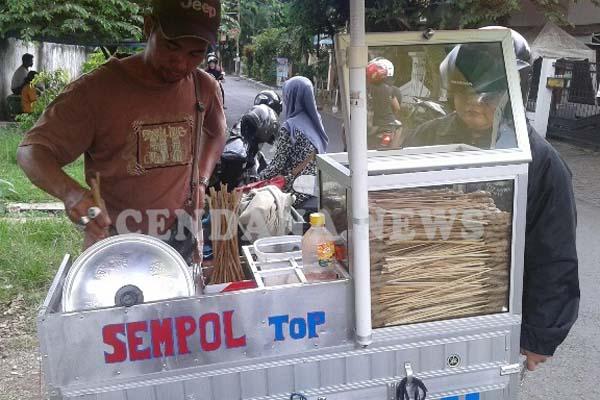 Pedagang Sempol di Kota Malang