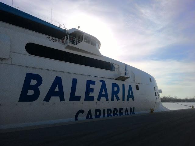 Balearia Caribbean przed wypłynięciem z Fort Lauderdale na Bahamy