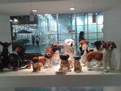 Estátuas de vários cachorros 2