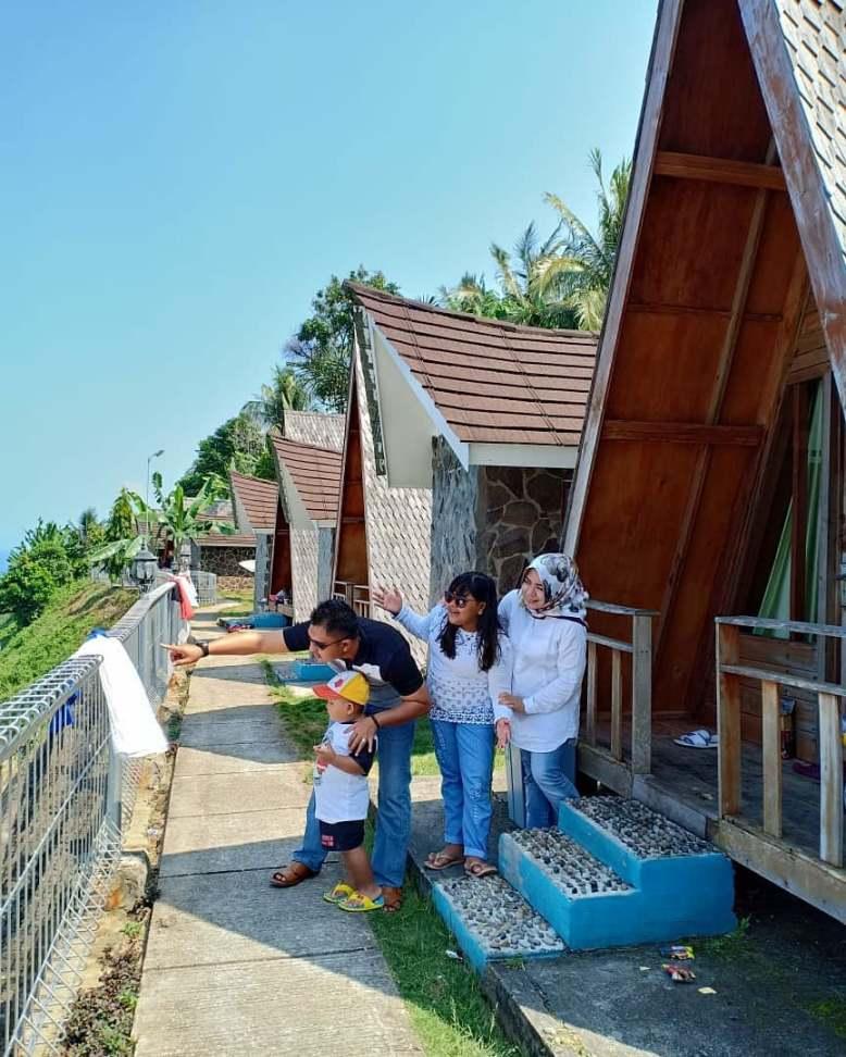 cottage krakatau kahai beach