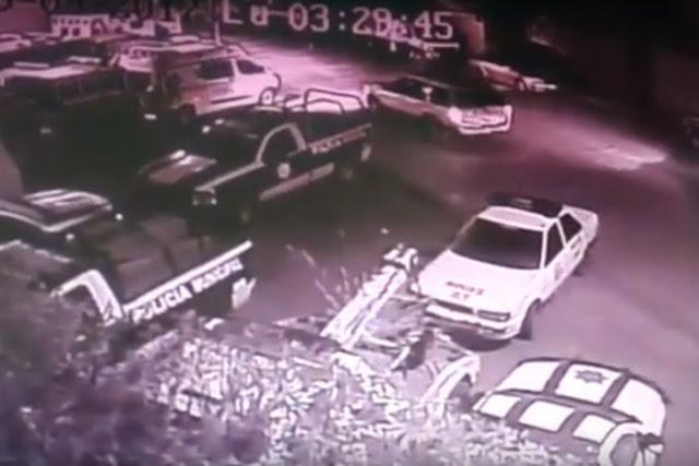 VIDEO; Comando de sicarios ataca a balazos comandancia de Apaseo el Grande, Guanajuato