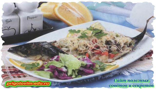 Рыба с грибами и овощами под сырной корочкой