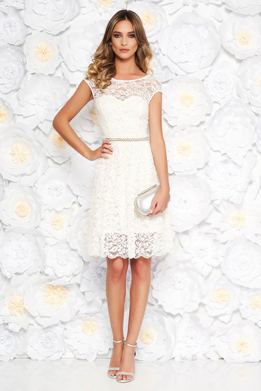 Rochie StarShinerS alba eleganta in clos din dantela captusita pe interior accesorizata cu cordon