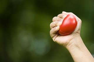 كيف انحف بدون رجيم : تقنية ضغط كرة التوتر