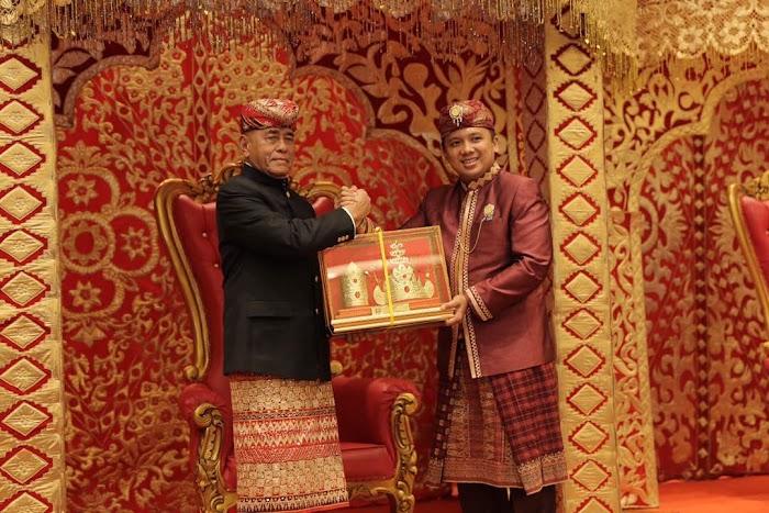 Jenderal TNI (purn) Ryamizard Ryacudu Dapat Gelar Suttan Raja Kaca Marga