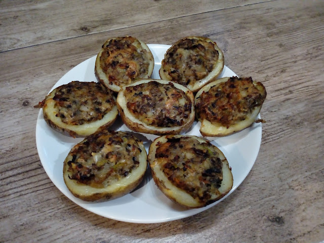 ziemniaki faszerowane pieczarkami pieczone ziemniaki ze skorka pieczone ziemniaki z farszem zapiekane ziemniaki opiekane ziemniaki ziemniaki w calosci z piekarnika przekaska przystawka