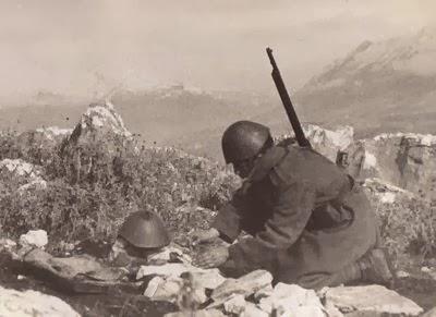 Αποτέλεσμα εικόνας για βουλιαράτες νεκροταφείο ελλήνων στρατιωτών