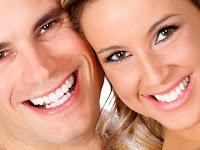 11 Cara Memutihkan Gigi secara Alami Cepat dan Mudah