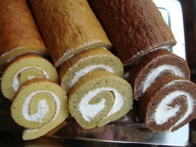 bánh bông lan cuộn kem tươi