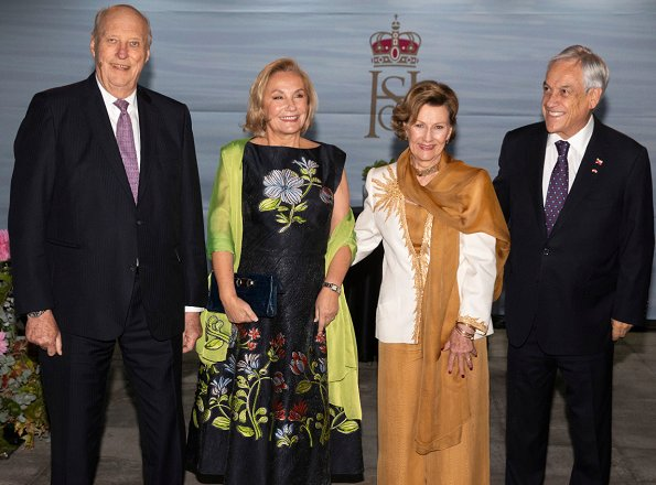 Queen Sonja visited Mayor of Santiago, Mr Felipe Alessandri and Hilde Skaar aka SKAAR. President Sebastián Piñera and First Lady Cecilia Morel Montes