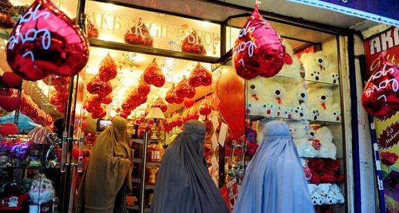 14 Februari 2016 Aktivis Kritik Larangan Perayaan Valentine di Negara Pakistan
